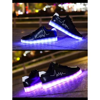 Светящиеся кроссовки NEW